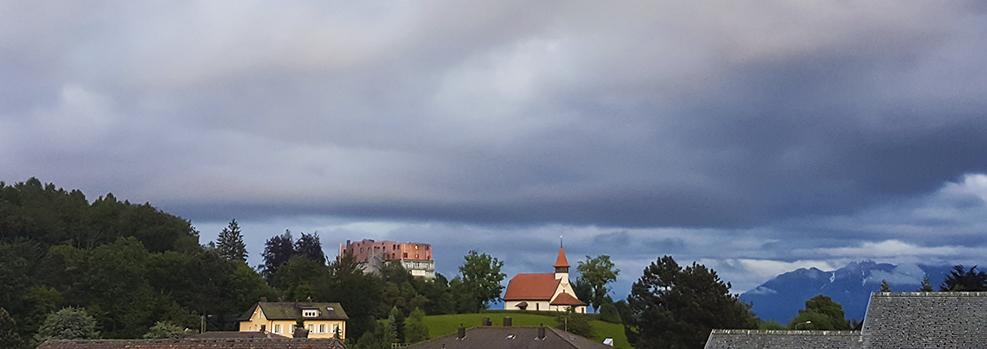 L'église des Croisettes et la Clinique Sylvana